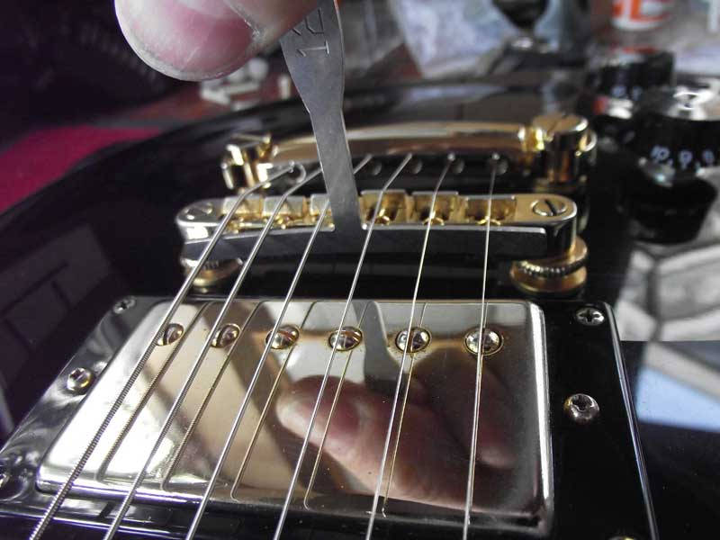 Epiphone bridge saddles reduced, smoothed and slotted to radius