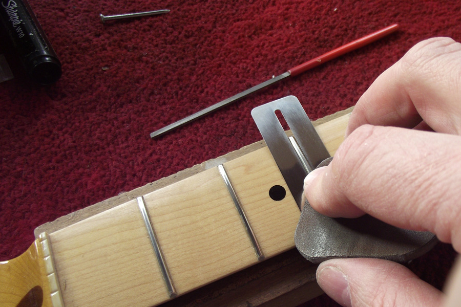 Removing scratches from the frets using Micromesh pads
