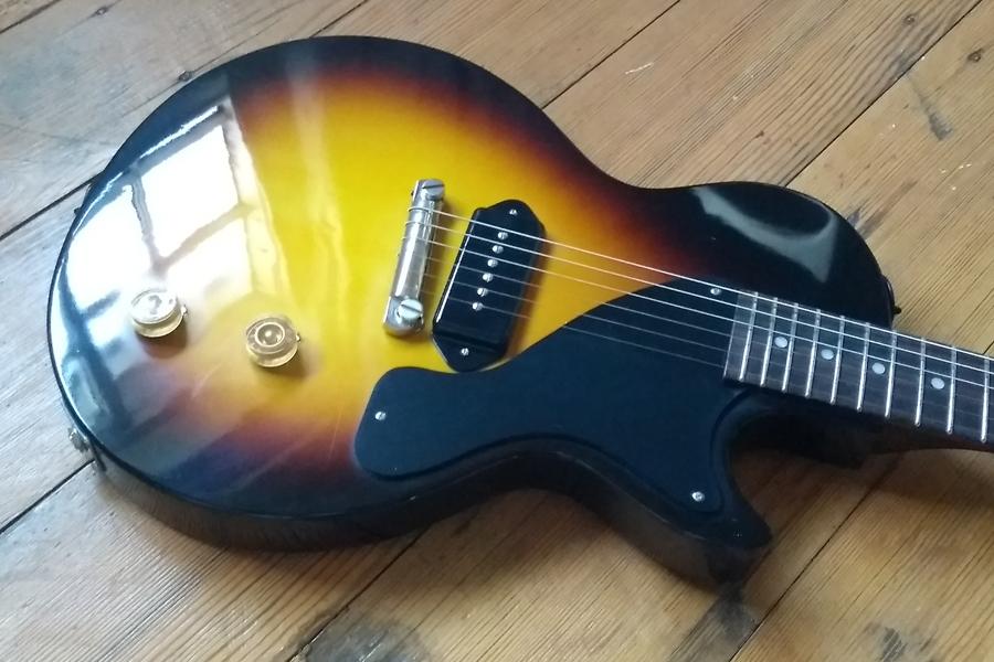 Spraying A Les Paul Junior Vintage Sunburst Manchesterguitartechcouk